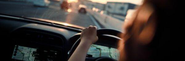 Flere får skader på bilen: Sådan styrer du uden om buler og ridser